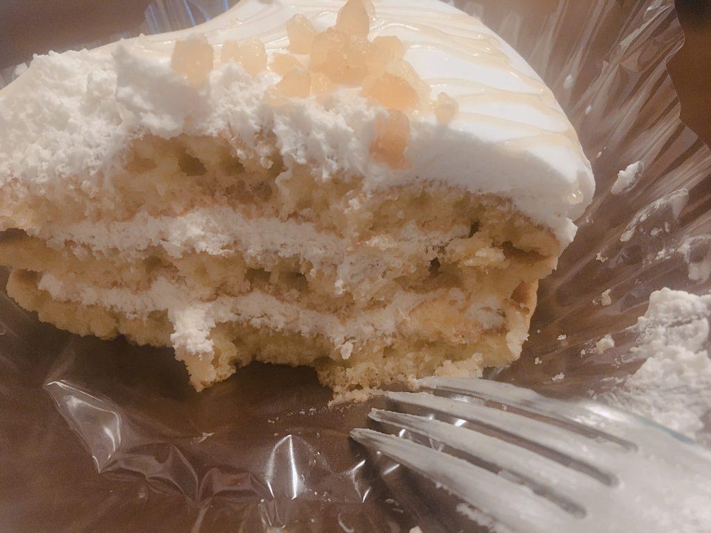 ココナッツミルククリームのパンケーキ断面図