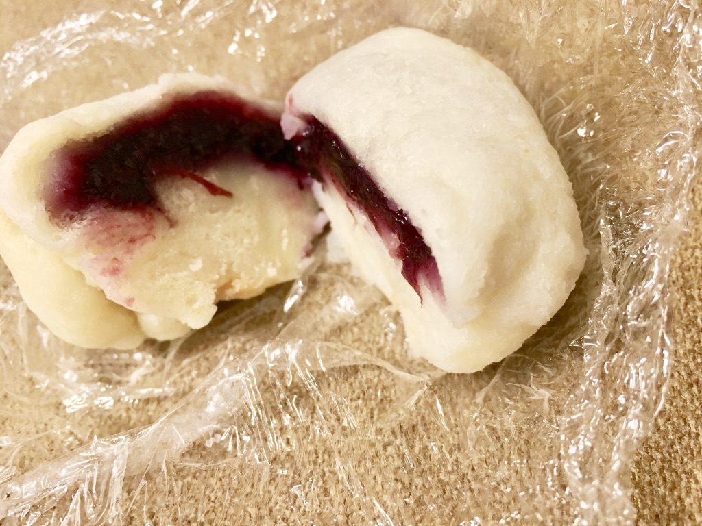 8枚切り食パンにブルーベリージャムを入れた肉まん断面