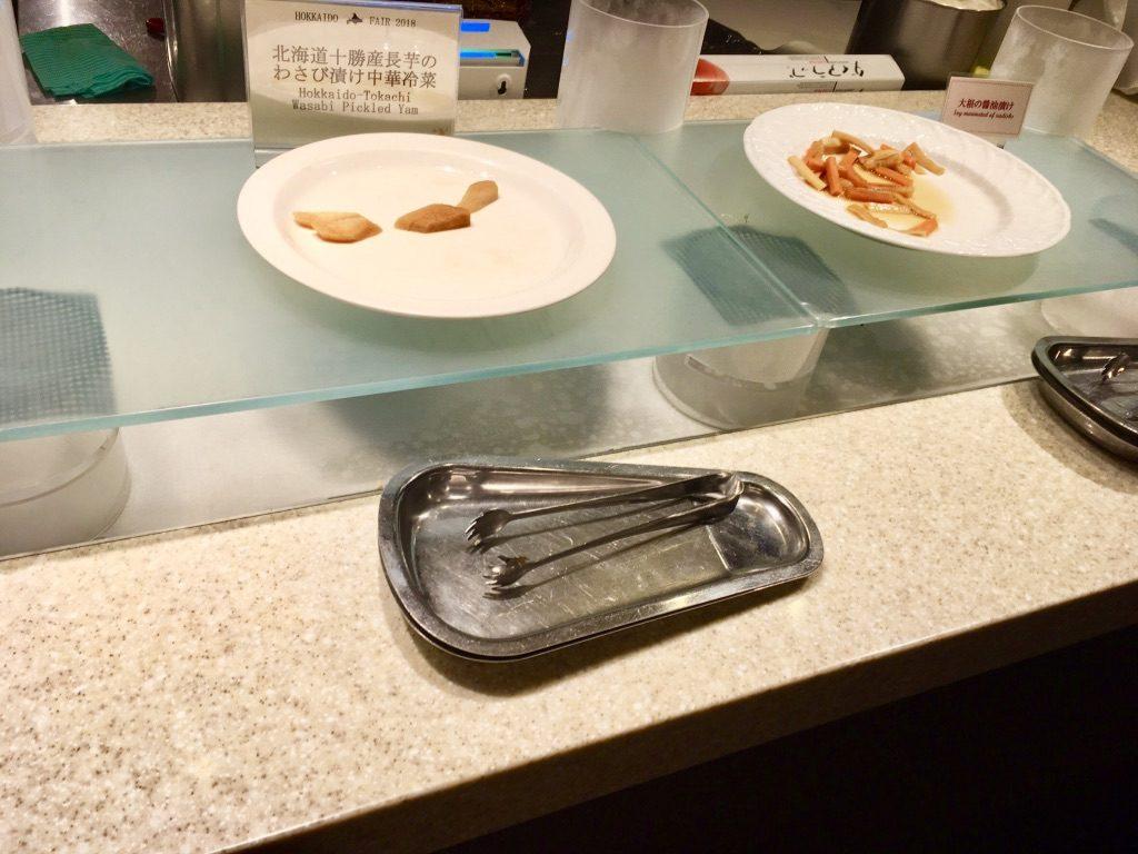 北海道十勝産長芋のわさび漬け中華冷菜のカウンター
