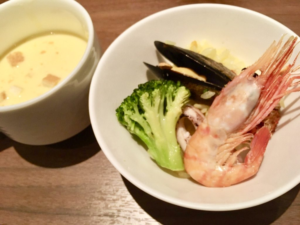 """ところピンクにんにくと 北海道食材の""""蝦夷リヤ""""とコーンスープ"""