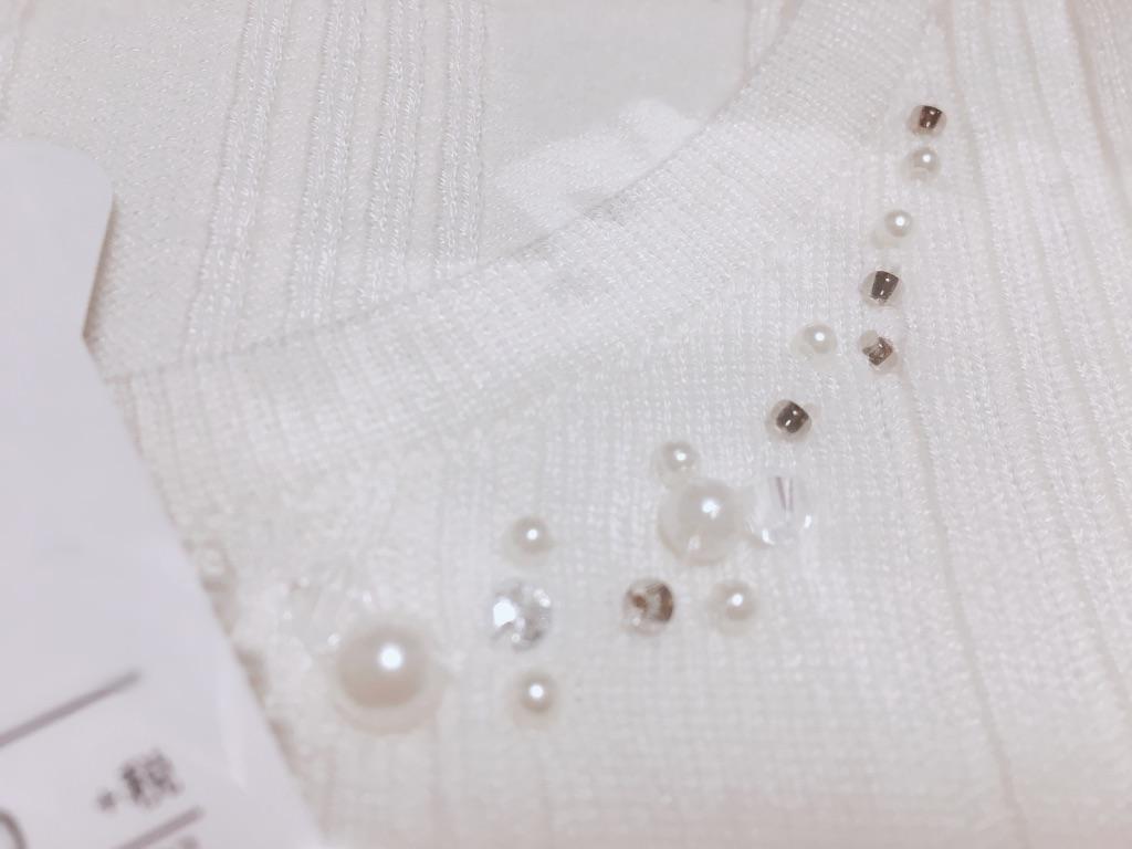 ミッシュマッシュ福袋2019年の装飾付きネックリブニットプルオーバーの首元アップ