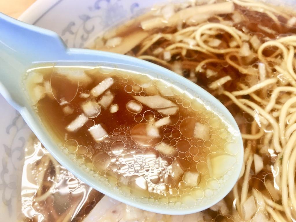 八王子ラーメン トモエ日野店 ラーメン600円の透き通ったスープ