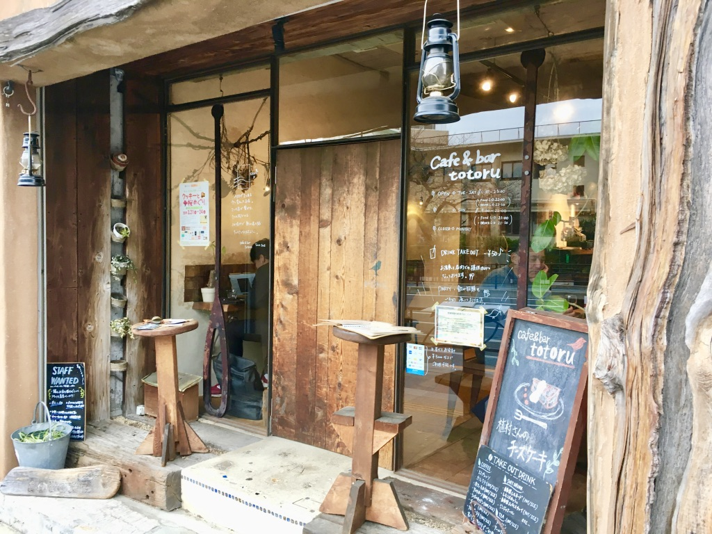 cafe&bar totoru 店舗外観