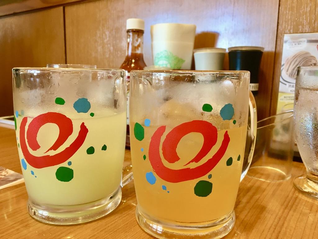 炭焼きレストランさわやかの三ヶ日みかんソーダと青りんごカルピス