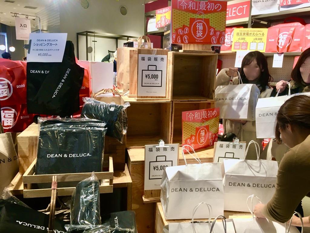 店内山積み状態のディーンアンドデルーカ福袋