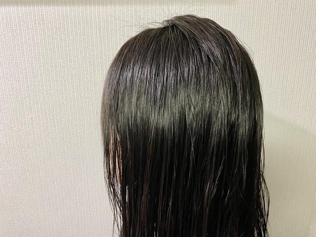 琴髪ヘアトリートメントをしてタオルドライした髪斜めカット