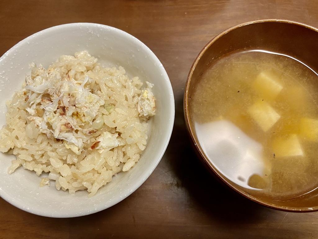 クリガニ出汁の炊き込みご飯と味噌汁
